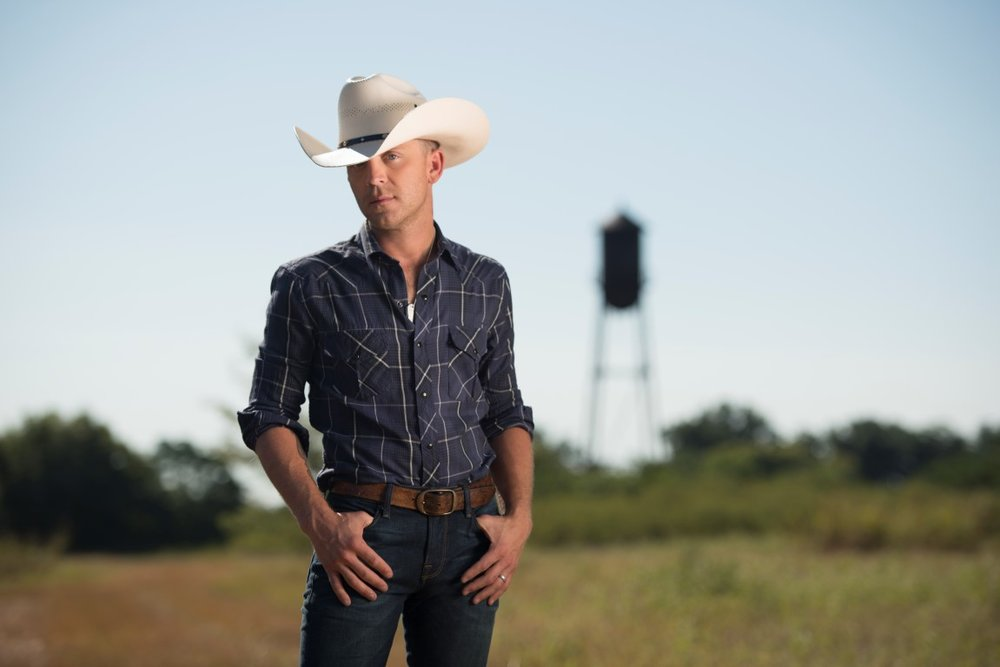 Justin Moore 100.7 The Wolf Hometown Throwdown