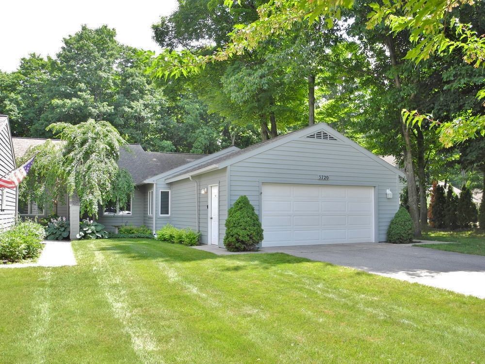 3720 Country Club Drive, Traverse City Country Club Woods Condo for sale by Oltersdorf Realty LLC  (1).JPG