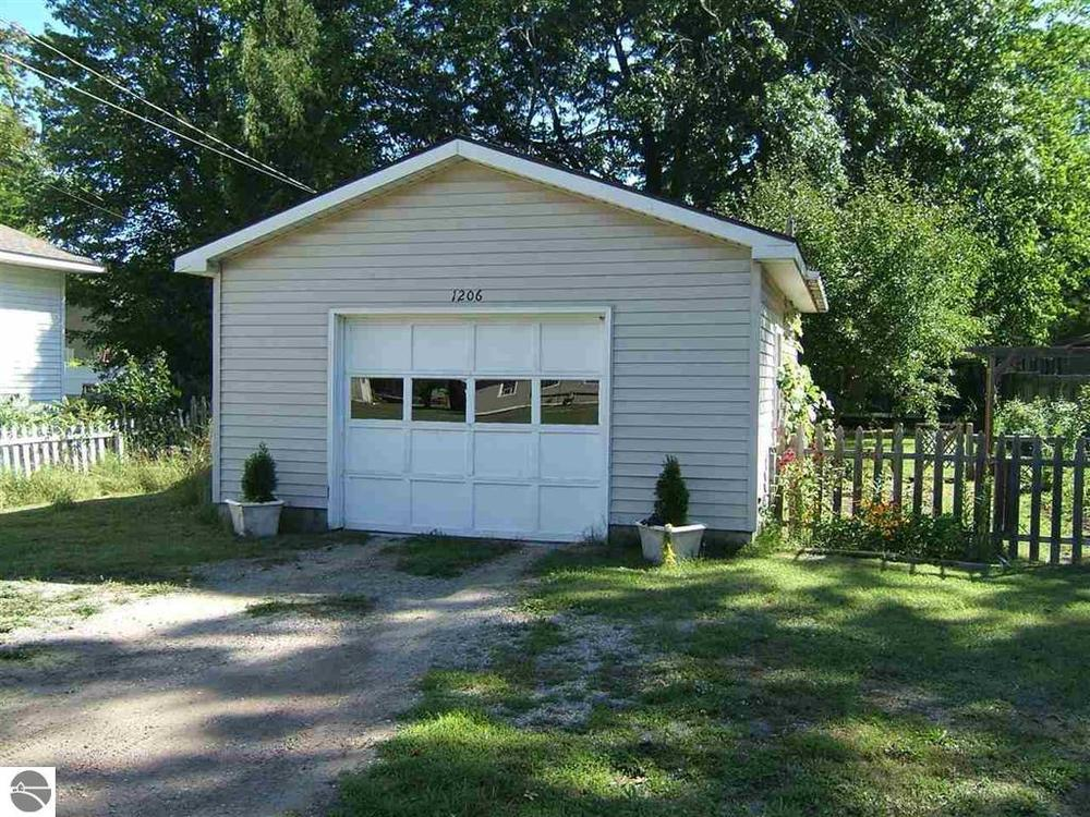 1206 Clinch Street, Traverse City house sold by Oltersdorf Realty LLC Realtors (2).JPG