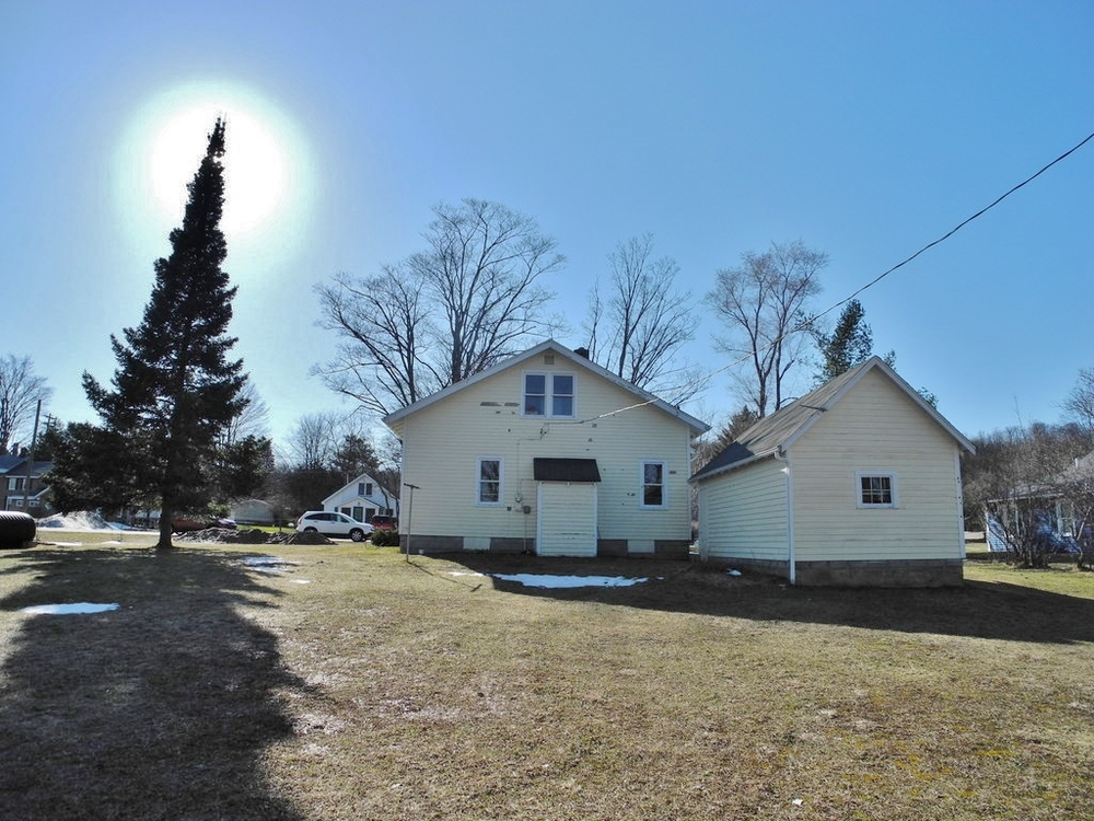 114 N Lincoln St, Suttons Bay Fixer-Upper for sale by Oltersdorf Realty LLC, Suttons Bay Real Estate (3).JPG