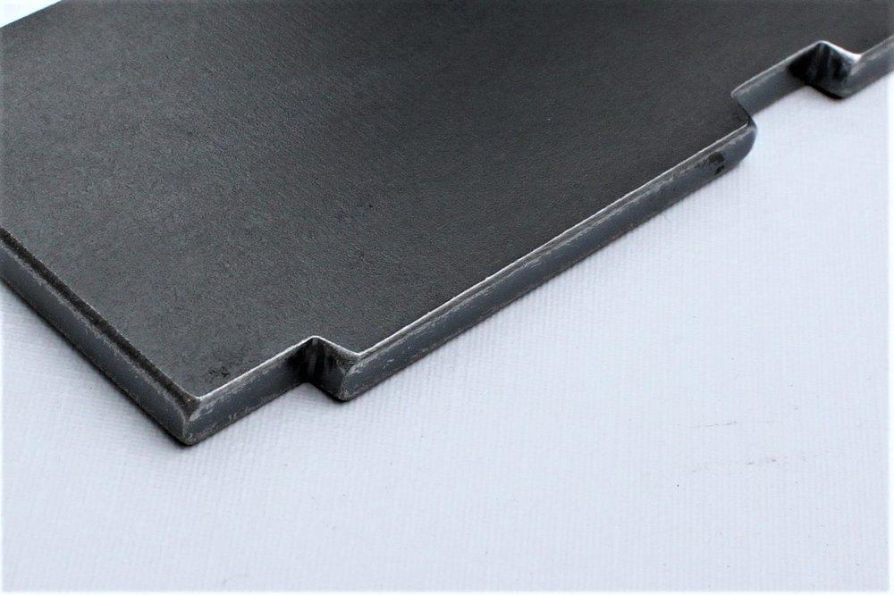 Staal na Fladder-bewerking: scherpe kanten breken en afbramen