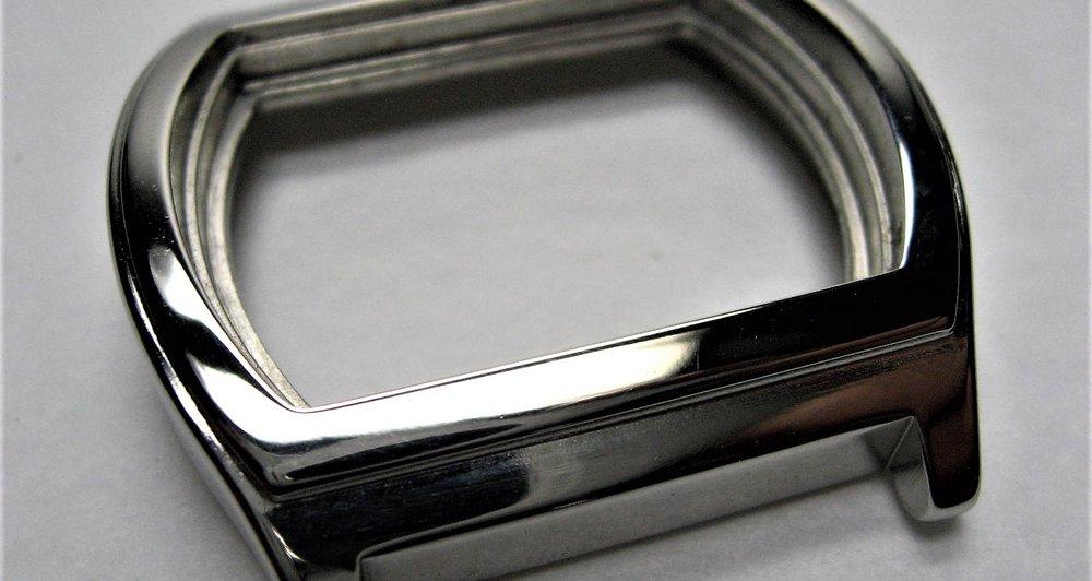 HOrloge - - Ontbramen en polijsten van horlogekasten-Vervangt of beperkt handmatige bewerkingen