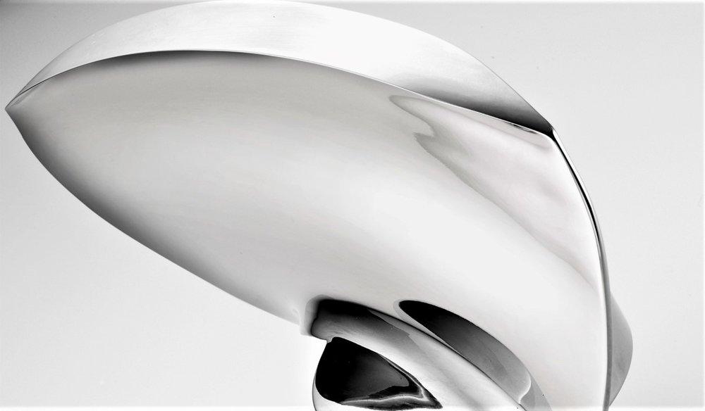 Aerospace industrie - - Finishen van onderdelen in gasturbines, zoals turbine bladen, compressor bladen, blisks, turbineschoepen:glad maken van het airfoil-oppervlak (Van Ra > 1,0 μm naar Ra < 0.1 μm) en gecontroleerd verronden van randen.Procestijd: minder dan 10 minuten- Geen deformatie van de geometrie