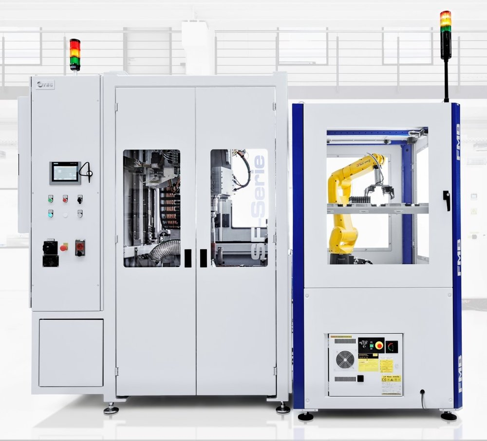 Stream finish techniek - - Producten worden gefixeerd in de machine- Container en product roteren zeer snel- Absolute precisie: uiterst nauwkeurige waarden mogelijk: Ra <0.01 μm, Rpk <0.1 μm-Handmatig of geautomatiseerd opspannen- Extreem korte bewerkingstijden- Vervangt afzonderlijke processtappen zoals ontbramen, schuren, verronden, glad maken en polijsten in 1 proces- Uiterst gecontroleerd proces: reproduceerbare bewerkingsresultaten-Geschikt voor geometrisch complexe werkstukken