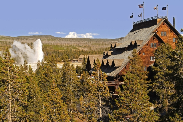 The Old Faithful Snow Lodge