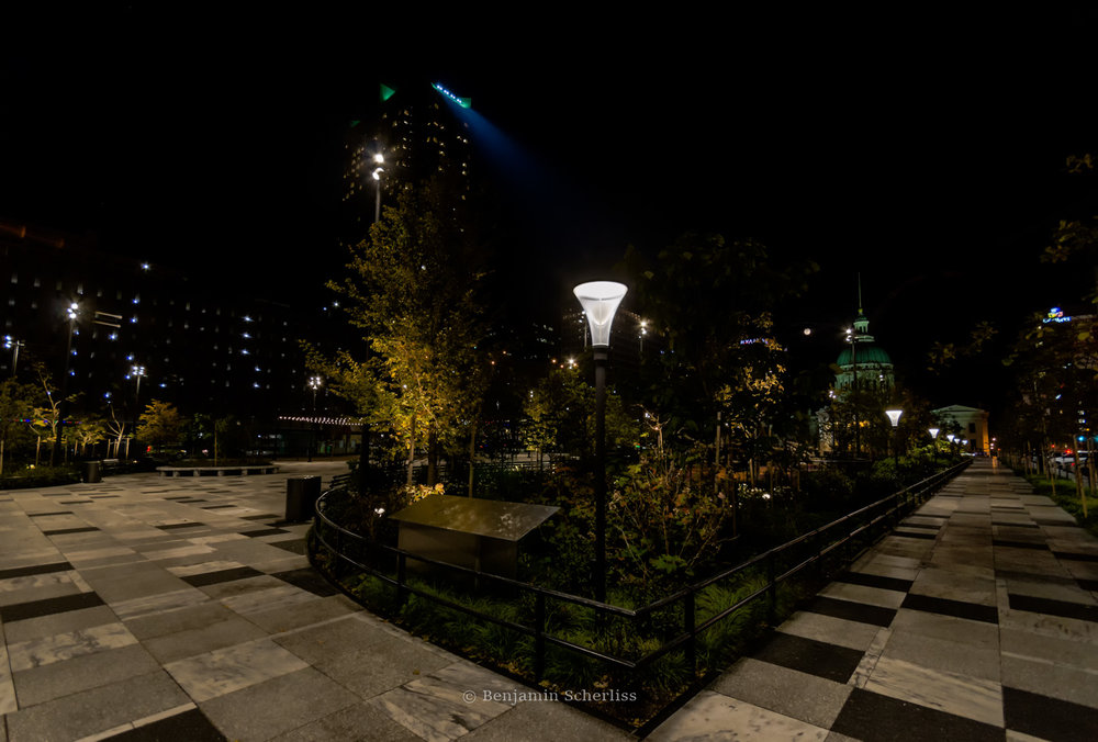 Stylish LED fixtures line the perimeter with powerful row of LEDs illuminating the grounds from nearly 600 feet above the Metropolitan Square Building.