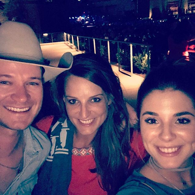 Alan Jackson concert last night was good for the soul! Enjoyed it with these two pretty ladies! @gaylejames @kyliefrenchfrey #alanjackson #nashville #thebluesman #itsfiveoclocksomewhere