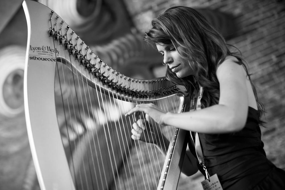 m-michele-harpe-electro-entre-les-doigts-ep-productions-virago-about