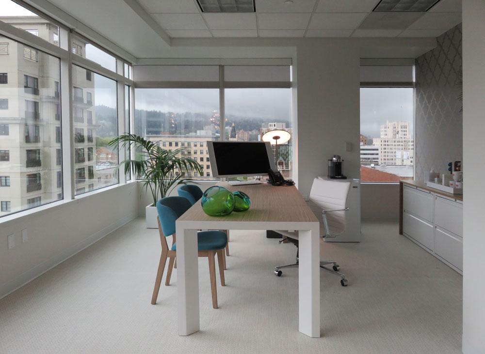 EWFmodern_InteriorDesignProject_DowntownPortlandOffice_RubyReceptionist_JillNelson_WEB (9).jpg