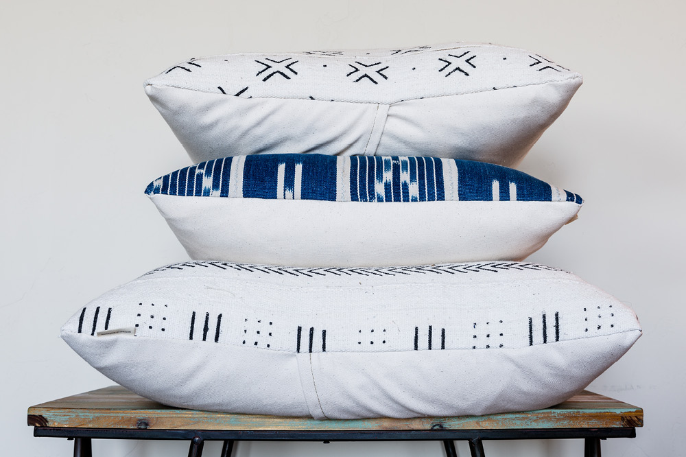 THROWS + ACCENT PILLOWS