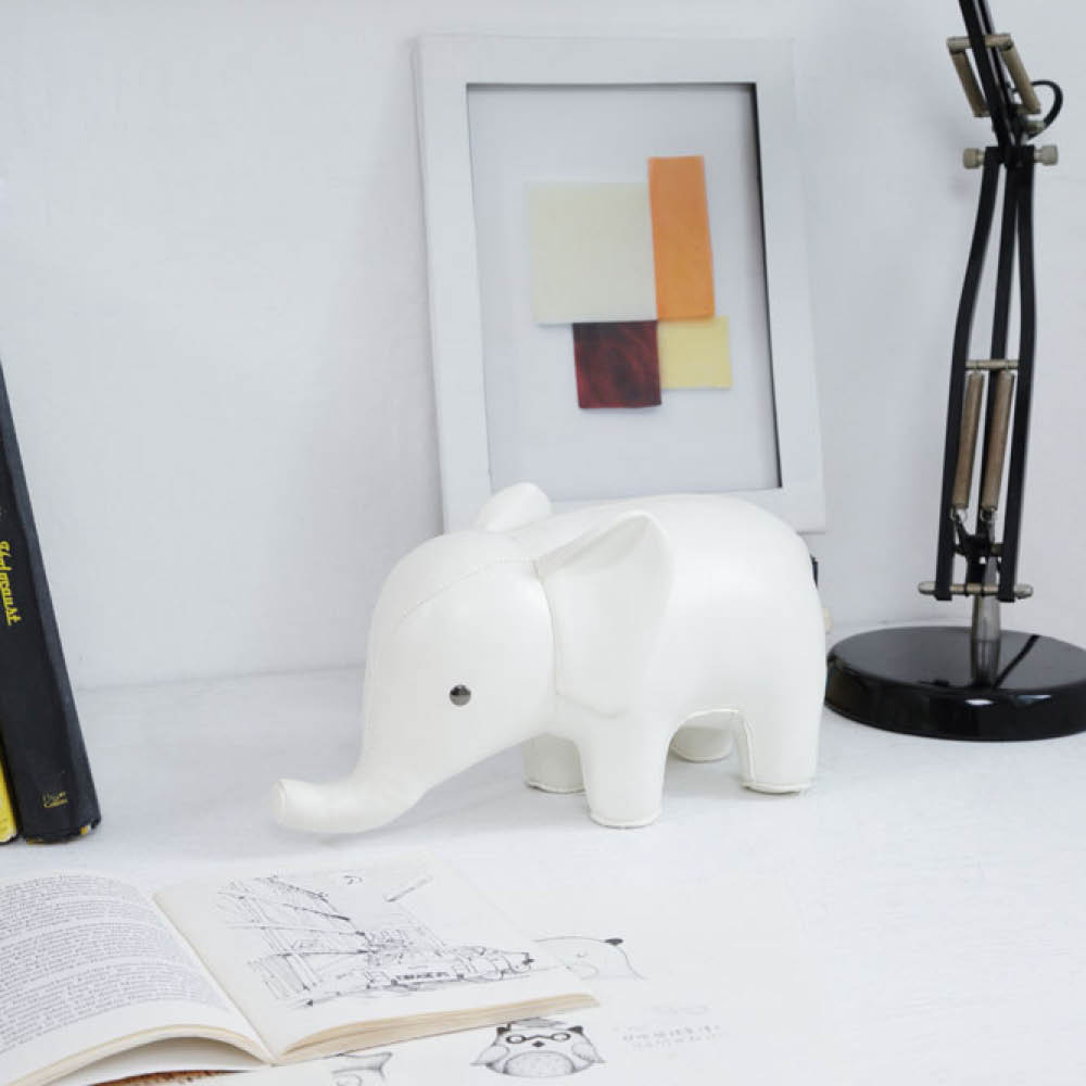 8http://www.ewfmodern.com/accessories-1/bookend-1014