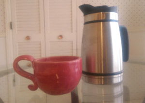 fresh coffee press and coffee cup