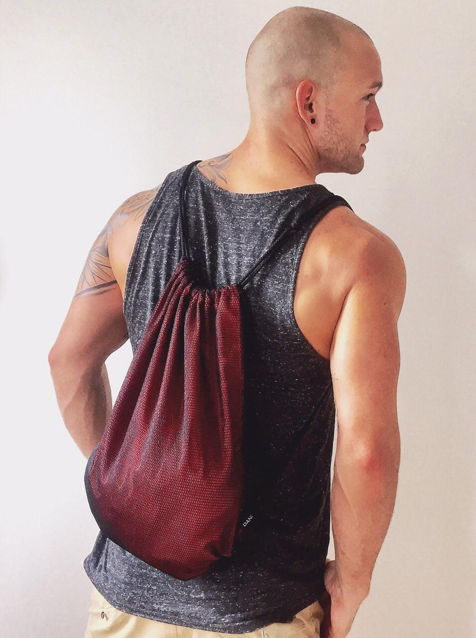 René Jansen zusammen mit dem rot/orangen DANIELSKI Backpack ....