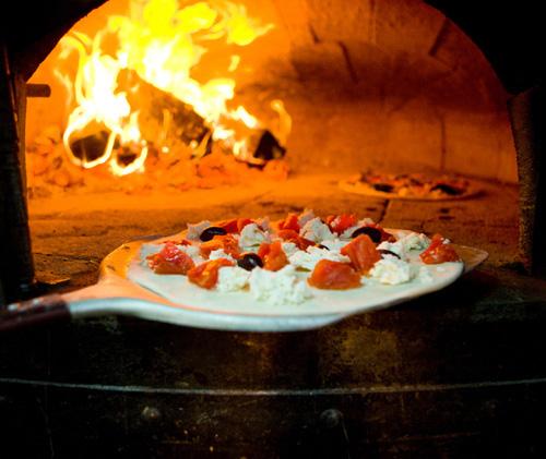 halvinbakad pizza