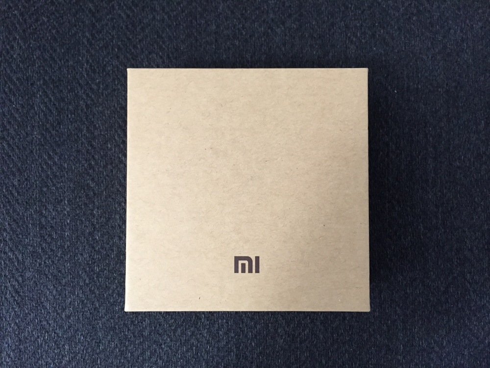 The packaging looks super profesh. Despite the price, Xiaomi really makes this feel like a $100 product.