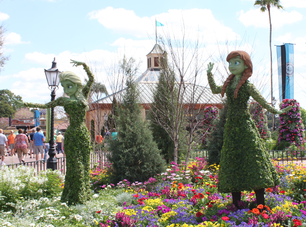 Epcot-flower-and-garden-festival-2015-anna-elsa-frozen-topiary.png