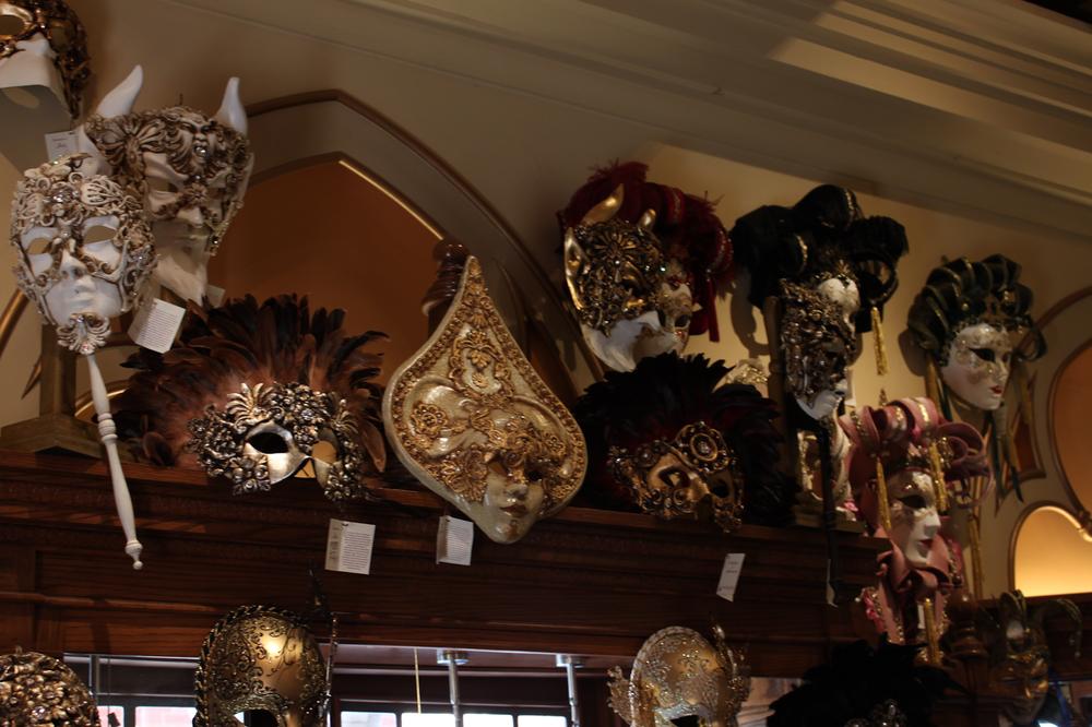 disney-epcot-italy-venetian-masks.png