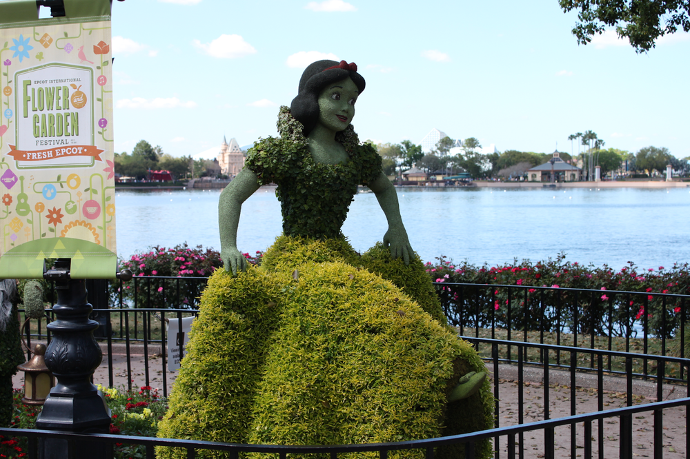 epcot-flower-and-garden-festival-2015-snow-white-topiary.png