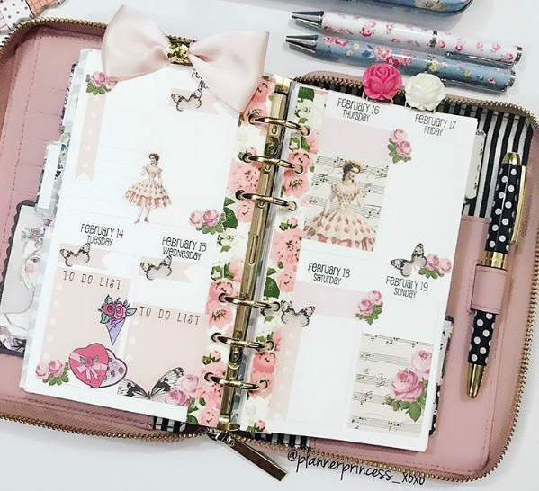 Credit to  @plannerprinces_xoxo , using Lace & Whimsy's Fairies & Folly sticker sheet in peach.