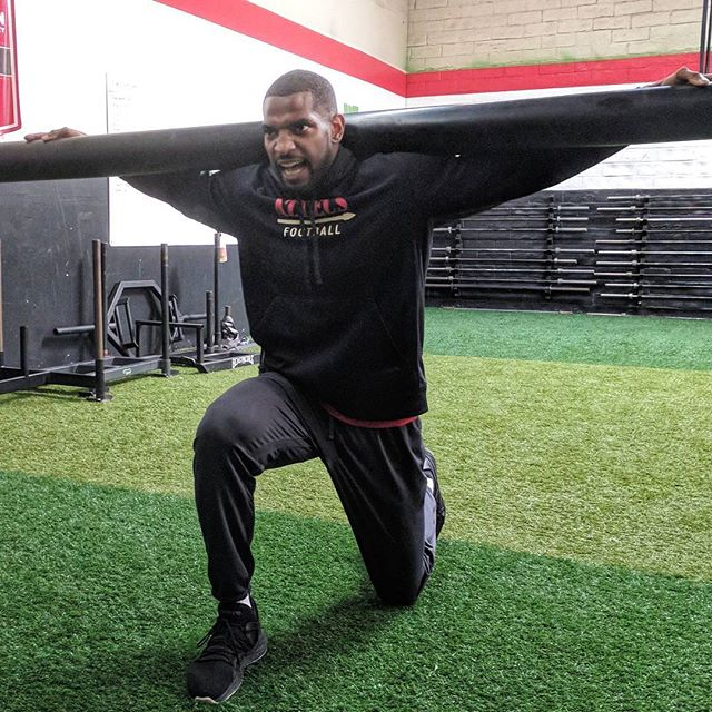Former Seattle Seahawks and New York Giants safety Eric Pinkins @pinkins37 grinding through an ab finisher.  The slosh pipe takes on all comers. Although it only weighs about as much as an empty barbell, the instability it creates can be brutal to deal with. #nfl #nygiants #seahawks #strength #conditioning #fitness #sacramento #ethosstrong #sactown #beastmode