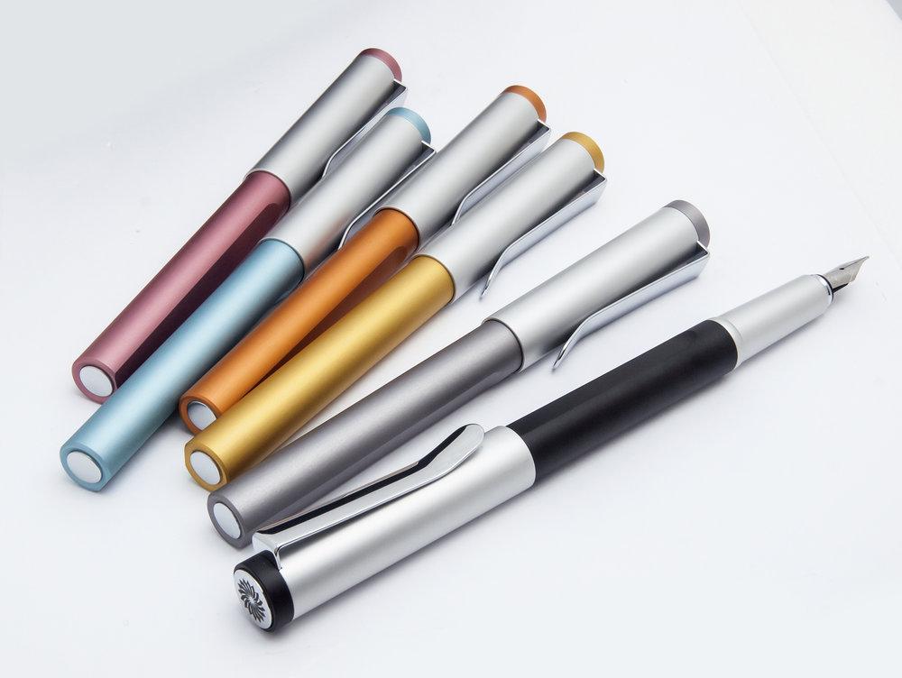 永久的な耐衝撃カラー - 上部同軸とホルダー部は、カラーの変色と衝撃から守るために 、 陽極酸化物を適用し、マット加工を施すことで変色の問題を解決しています。