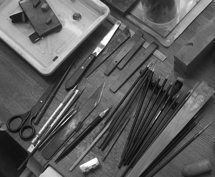 - 大下氏は、長い間、蒔絵塗り万年筆の作者として有名です。ワンチャーとの共同作業で、彼自身の蒔絵を作り出すと同時に、美しいワンチャー万年筆も供給しています。素晴らしい組み合わせによって、普通のペンが大切な宝物へと変わるのです。