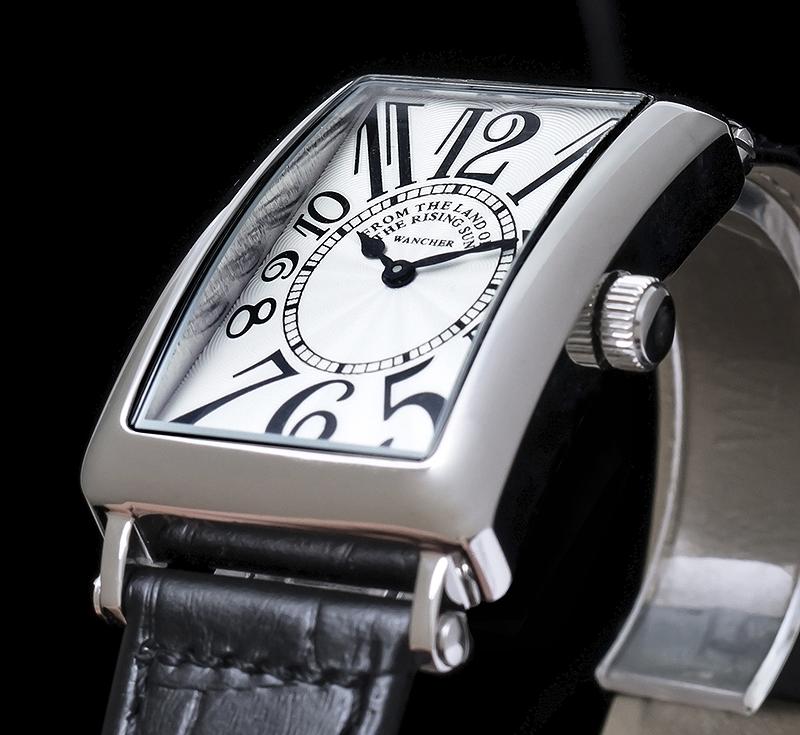 信頼の日本製ムーブメント - 日本製の精巧なムーブメントは、時間の狂いを心配することなく正確に時を刻み続けます。たまたまゼンマイがまかれておらず、時計が止まっていたとか、数日時間を合わせていなくて時間が狂っていたなどということは起こりません。