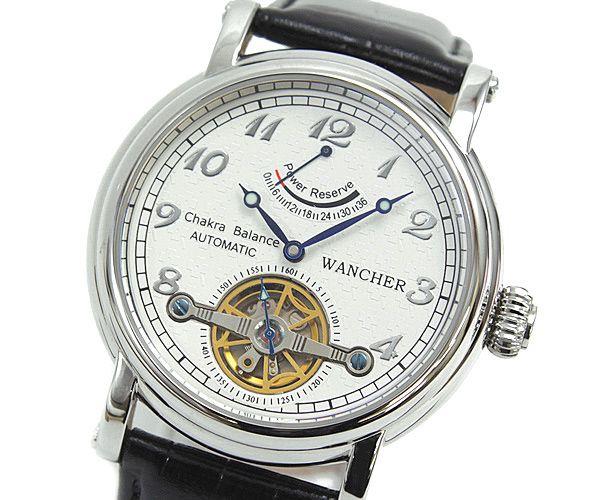 パワーリザーブ - 機械式時計の魅力、それは自分の動きによって時計に命があたえられ動くということ。ムーブメント底にある半円のローターが振り子として回転し、わずかな手の動きでもゼンマイが巻き上げられていき、時を刻み始めます。12時位置にある複雑機構「パワーリザーブメーター」は、限度まで巻き上げられた状態で、時計は36時間動きます。文字盤には、ほのかに浮かぶ模様が施され、エレガントな表情を作っています。