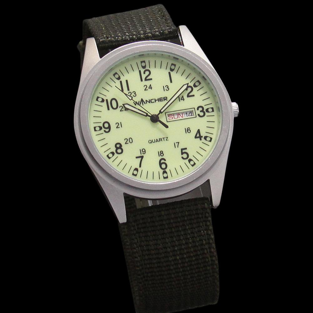 文字盤 - シンプルな文字盤とコントラストが効いたインデックスは、最も重要視される時刻を一瞬で認識できるといった腕時計の本質をしっかり継承してデザインしています。さらに、インデックスと針にも夜光塗料が塗布。急な暗闇でのミッションにも対応可能。