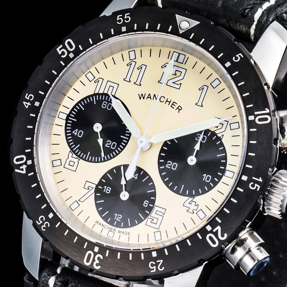 精密クロノグラフ - プロのレーサーや、飛行士が愛用する精度の高いクロノグラフを搭載。