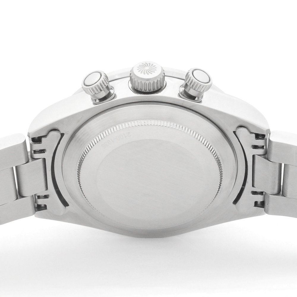 ステンレス316L - 各パーツの精巧な作り、剛性感、無垢のステンレスブレスと相まって、手にしたときの質感は精巧にきっちりと、妥協無く作られた良い時計を手にしている満足感を感じていただけます。