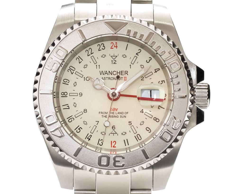 GMT - 単独調整可能なGMT針が24時間時計としてセカンドタイムゾーンの表示。