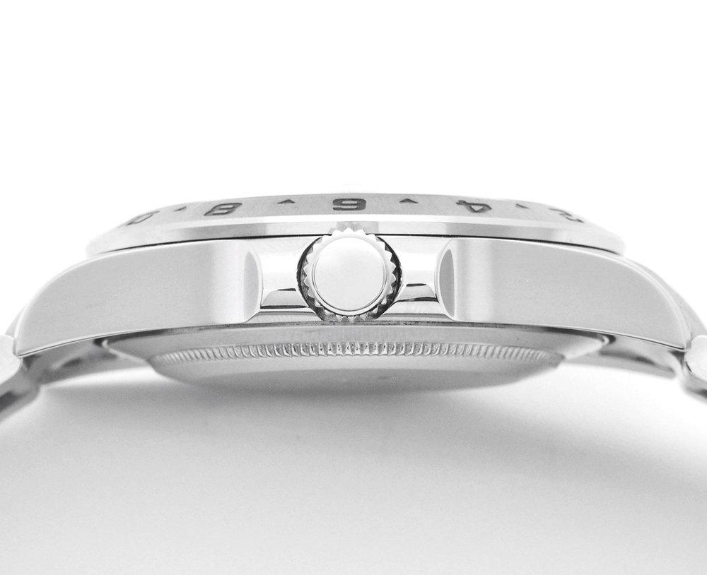 GMT針単独調整可能 - 通常の時計とは異なった、違うタイムゾーンの時間を24時間表示で 表示することが可能です