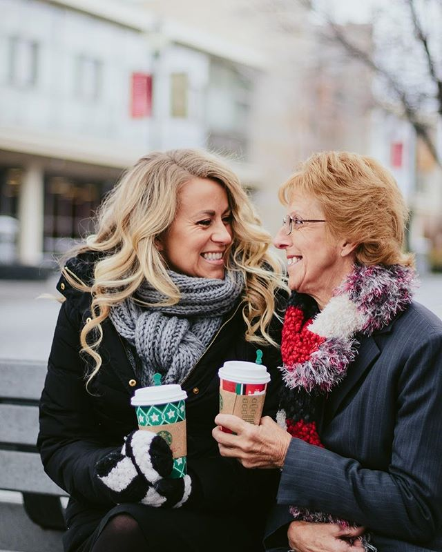 When the weather is frosty but you want to do grad photos with momma — bundle up with a @starbucks Christmas cup. How cute are @sherrycraftaz and her sweet momma! I think it's so fun to do your grad photos with someone who has supported you along the way. ♥️ #anastasiararigphotos
