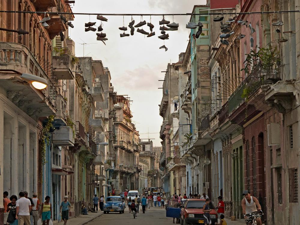 Street scene at twilight   ,Centro Habana, Cuba 2009   © Richard Sexton