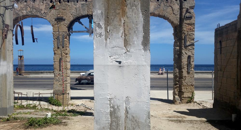 El vacío. Intervención en el proyecto Detrás del Muro, muestra colateral en la XII Bienal de La Habana, 2015