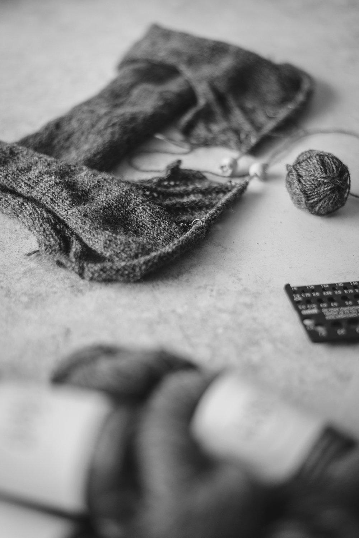 wip-Kate-knitting-cardigan-laine-magazine-yellowish-patricia-martins-2019