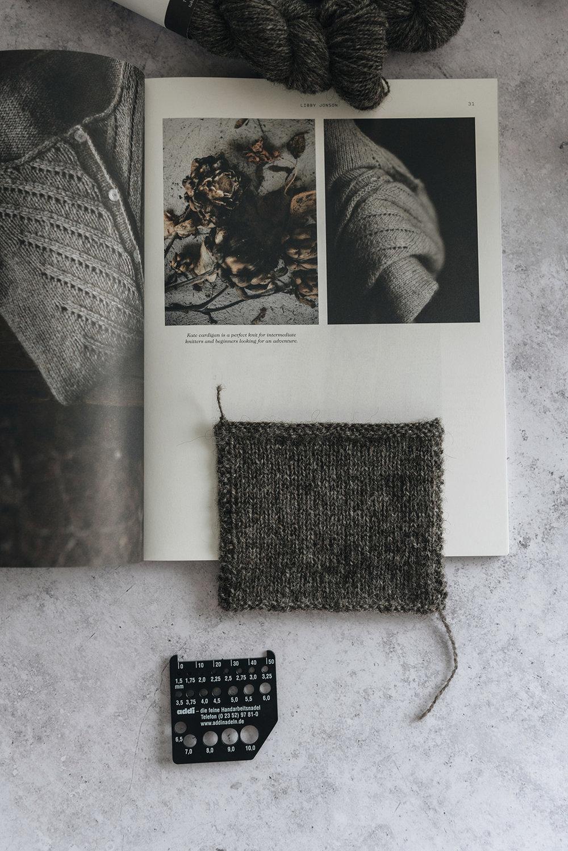 Kate-knitting-cardigan-laine-magazine-yellowish-patricia-martins-2019