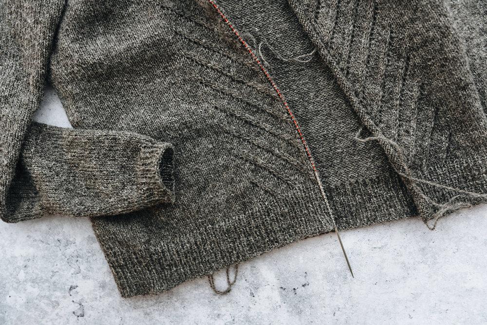 Kate-knitting-cardigan-laine-magazine-yellowish-patricia-martins-2019.jpg