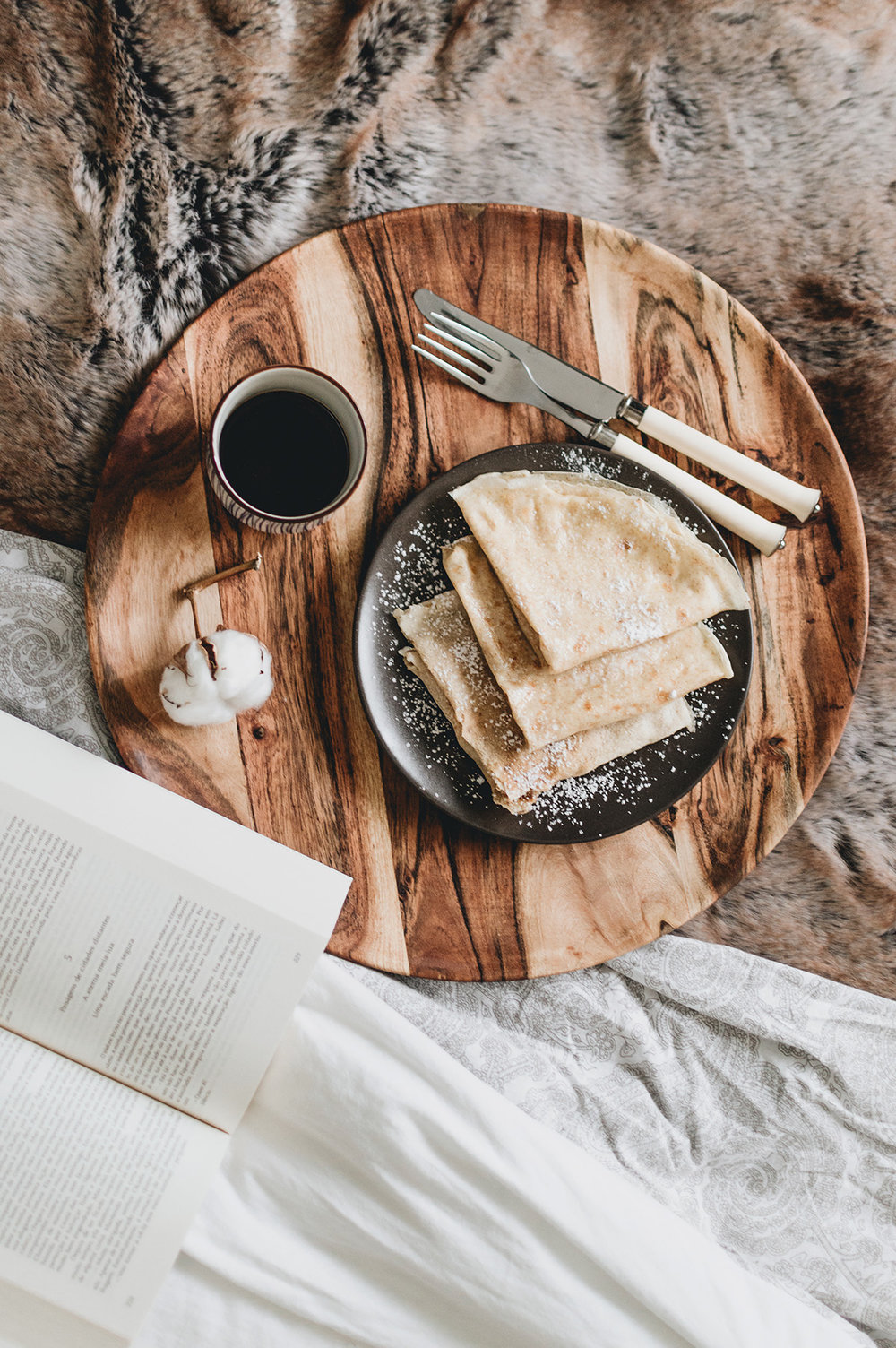 hygge-crepes-on-bed-book-Patricia-Martins-Yellowish-2019