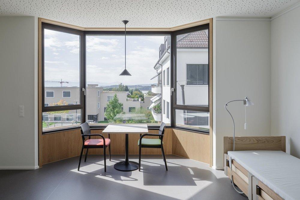 Pflegezentrum GerAtrium - Holzstuhl Viena