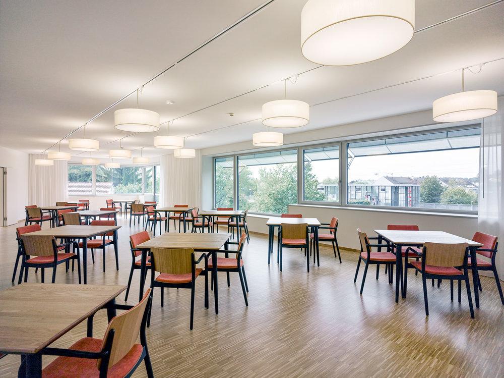 Alters- und Pflegeheim Humanitas - Stuhl- und Tischprogramm Viena