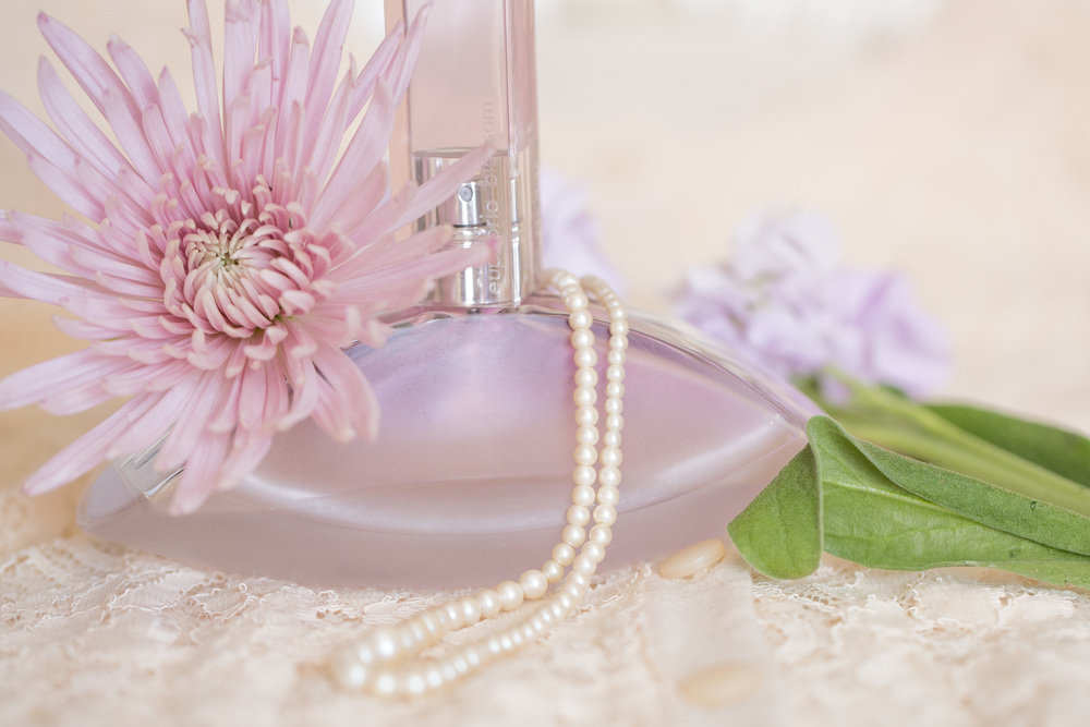Perfume and Stock Flowers (6 of 11).jpg