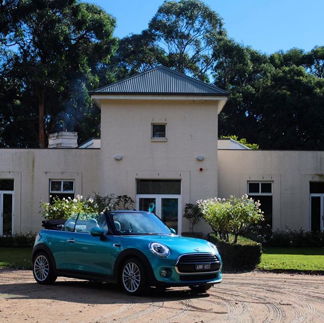 Whip for the weekend @minimelbourne #linenderry #ultimategirlsweekend with our girl @krissierogers 🍁