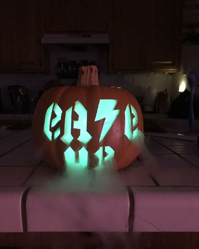 #HappyHalloween! What are you all dressing as tonight? #EaseUp 📸 @xst0neybal0neyx