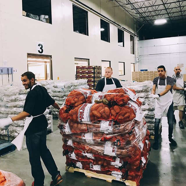 Intern Community Outreach! Today interns helped @roadrunnerfoodbank by inspecting and packaging food for people in need! We love our interns and love our city! #heretolead #heretoserve