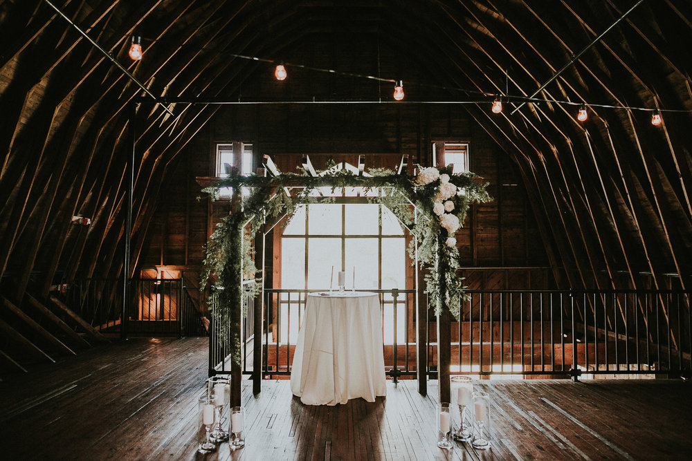 Weddings-at-Dairy-Barn