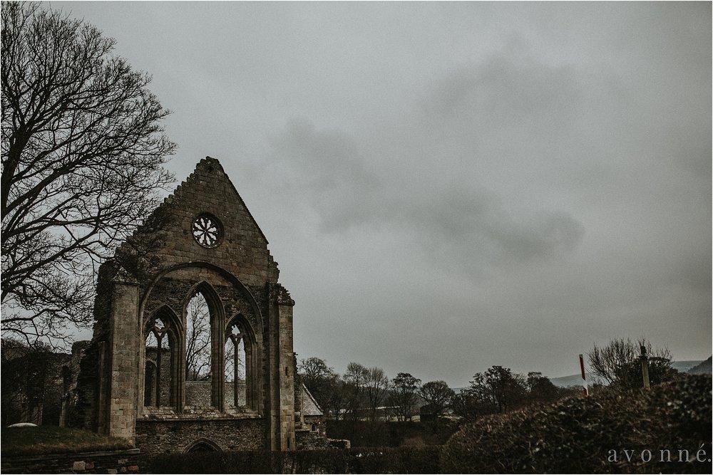 Valle-Crucis-abbey-avonne-photography-2.jpg