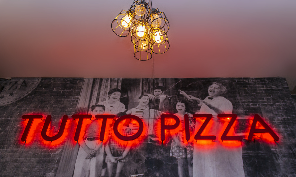 tutto_pizza_sign.jpg