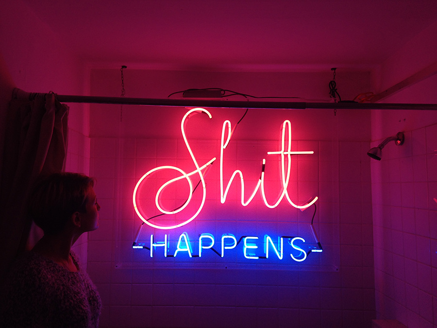 typography-neon-shit-happens_900.jpg